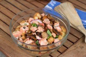 Salmon and Capers Panzanella Salad #SundaySupper || Erin Brighton | gluten free | salads | easy dinners